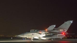 أربع طائرات تورنيدو بريطانية شاركت في الضربة الجوية بسوريا