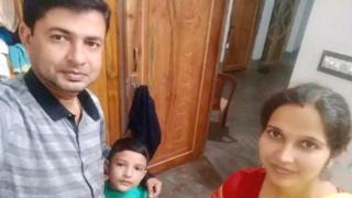 आरएसएस से जुड़े शिक्षक बंधु प्रकाश पाल, उनकी पत्नी और बेटा
