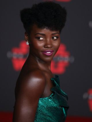 "Kenyan-Mexican actress Lupita Nyong""o poses on the red carpet during the world premiere of ""Star Wars: The Last Jedi"" at the Shrine Auditorium in Los Angeles, California, USA, 09 December 2017. Nyong""o plays the role of Maz Kanata in the film."