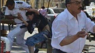 """احتجاجات طلاب المرحلة الثانوية أمام مبنى وزارة التعليم بالقاهرة على استخدام نظام """"تابلت"""" في الامتحانات"""
