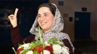 Hajar Raissouni dey do peace sign afta dem free her from prison