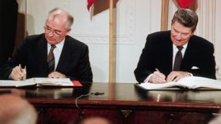 Gorbachov y Reagan