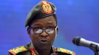 """Le général Shamseddine Kabbashi, porte-parole du CMT, dit déplorer le """"silence manifeste"""" des contestataires civils sur la possibilité pour le Soudan d'instaurer la loi islamique."""
