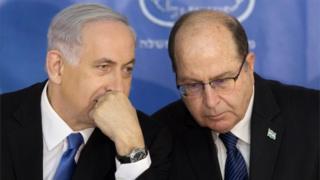 Benjamin Netanyahu (left) and Moshe Yaalon (file photo)
