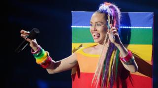 Host Miley Cyrus holding a Samsung phone speaks onstage during the 2015 MTV Video Music Awards at Microsoft Theater on August 30, 2015 in Los Angeles, California.