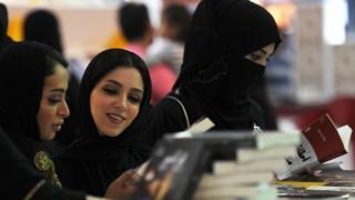 سعوديات في معرض جدة الدولي للكتاب