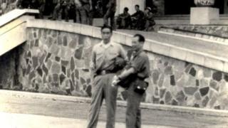 Ông Bùi Tín với tướng Nam Long Tư lệnh Quân đoàn Hai ngày 30/4/1975