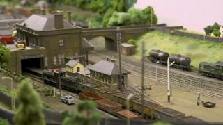 စကော့တလန်က ဘူတာရုံ ပုံစံတူ တည်ဆောက်ကြတဲ့ ရထားဝါသနာအိုးများ