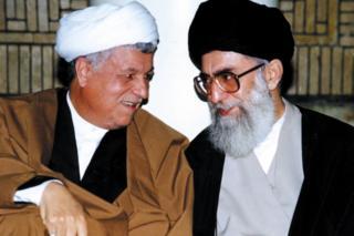 سایت رهبر ایران مجموعهای از عکسهای آیتالله خامنهای و آقای هاشمی را منتشر کرده است