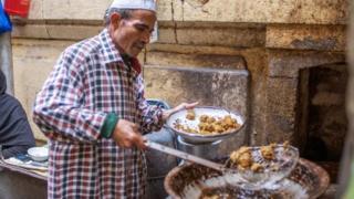 儘管黎巴嫩、巴勒斯坦、以色列和敘利亞都聲稱創造了沙拉三明治,但大多數歷史學家都認為它可能來自埃及