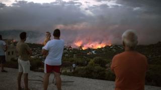 الحكومة طلبت مساعدات دولية للسيطرة على النيران