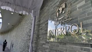 Un couple de Fugitifs des plus recherchés par Interpol depuis 20 ans ont été arrêtés à Abidjan en Côte d'Ivoire