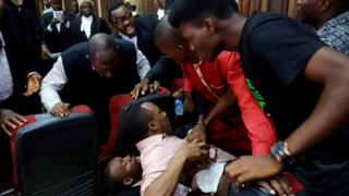 Fighting breaks out as security personnel attempt to re-arrest Nigerian activist Omoyele Sowore