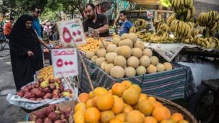 سوق للفاكهة في مصر