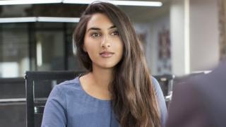 નોકરીના ઇન્ટરવ્યૂ દરમિયાન એક મહિલા