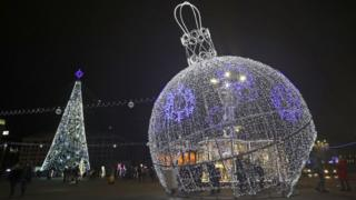 giant-bauble-and-christmas-tree-in-Minsk.