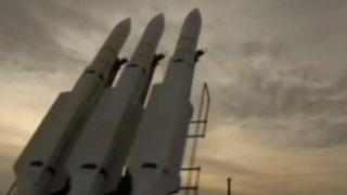 Askeri tatbikat sırasındaki İran füzeleri