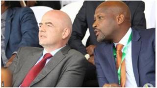 Perezida wa Ferwafa, Vincent Nzamwita (iburyo) ashimangira ko u Rwanda rufite ubushobozi bwo kwakira igikombe cy'isi cyo mu mwaka wa 2019 cy'abatarengeje imyaka 17