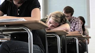 วัยรุ่นหลับในห้องเรียน