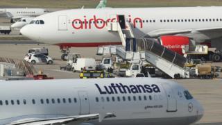 停泊在德國泰柏爾機場的飛機。(資料圖片)