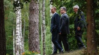 Президент Петро Порошенко та керівники ЄС на прогулянці у лісі