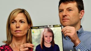 Kate y Gerry McCann muestran una foto de cómo luciría Madeleine McCann en 2012