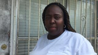 Tiffany Strong, residente del barrio de Overtown, se encontró con su casa destruida tras el paso del huracán Irma el domingo en Miami.