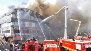 Fire fighters cari trucks wan quench di fire