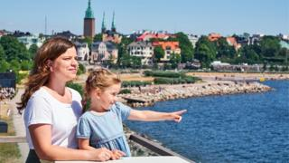 Madre e hija en Finlandia.