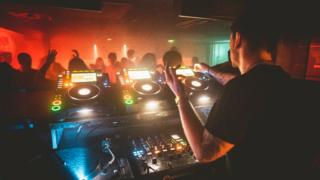 The 12 month trial policy will allow Glasgow nightclubs to apply for a 4am licence