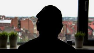 Sébastien, homem que quer autorização para morrer por não aceitar sua sexualidade