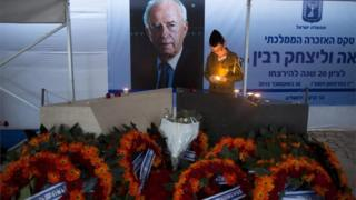 Israeli soldier lights candle at memorial to Yitzhak Rabin (26/10/15)