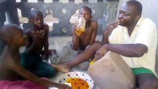 Family dey drink palm oil