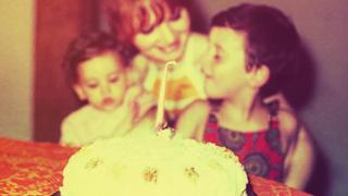 女孩與生日蛋糕