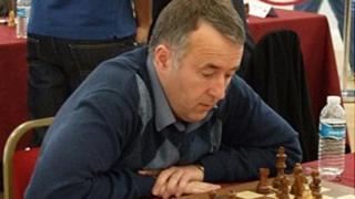 Nigel Davies playing chess