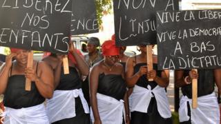 Manifestation de femmes à Conakry pour exiger la libération de leurs enfants en 2015 (illustration).