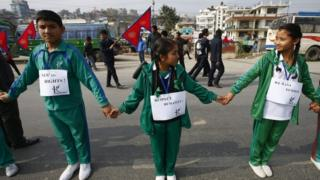 Nepalese school children and students join hands as they take part in a protest against the blockade of Nepal in Kathmandu (27 November 2015)