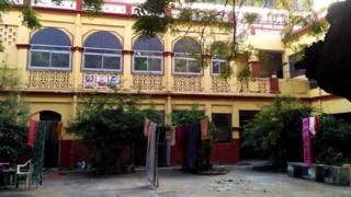 """""""Мумукшу Бхаван"""" - гостьовий дім спеціально для тих, хто приїжджає в Варанасі померти"""