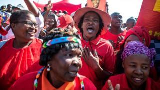 Des partisans de l'opposant Julius Malema dans le township de Sheshego, à la périphérie de Polokwane.