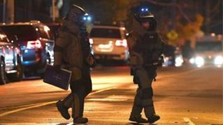ตำรวจผู้เชี่ยวชาญด้านระเบิดไปถึงจุดเกิดเหตุในนครเมลเบิร์น