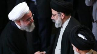 ابراهیم رئیسی رئیس آستان قدس رضوی و حسن روحانی رئیس جمهور ایران رقیب انتخاباتی یکدیگر بودند