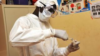 Health worker wey dey check injection,