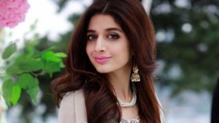 اداکارہ ماورا حسین نے اپنی فلمی کیریئر کا آغاز انڈین فلم 'صنم تیری قسم سے کیا جو ہٹ نہیں ہوئی لیکن ماورا کی پاکستانی فلم جوانی پھر نہیں آنی ٹو باکس آفس پر ریکارڈ توڑ رہی ہے۔