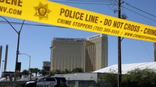 قُتل نحو 58 شخصاً على الأقل وأصيب 500 آخرين خلال عملية إطلاق النار على الحفل الموسيقي في لاس فيغاس