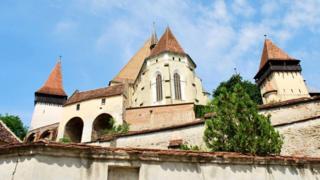 Церковь с 11-метровыми стенами для средневековых саксов была не только местом молитвы, но и безопасным убежищем