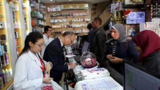 هددت نقابة الصيادلة بالإضراب عن العمل لمدة أسبوعين اعتراضا على زيادة أسعار الدواء