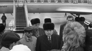 Назарбаев в аэропорту