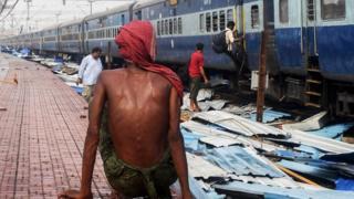 В индийском штате Орисса парализовано железнодорожное движение