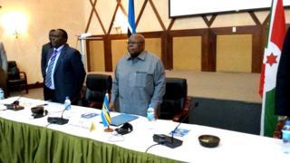 Benjamin Mkapa azoshikiriza umuhuza Museveni ivyo impande zose zamubwiye