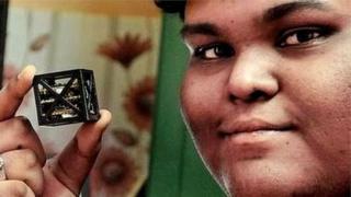 นายริฟัตห์ ชารุก อายุ 18 ปี กับผลงานดาวเทียมที่เบาที่สุดในโลก